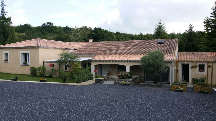villa avec piscine pétanque - Alissas - Villa