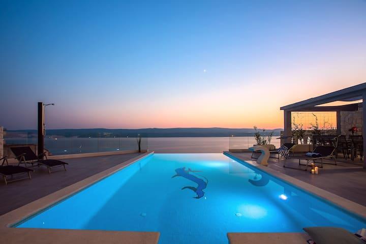 Luxury Villa POCRNJA - pool, sauna & pool table