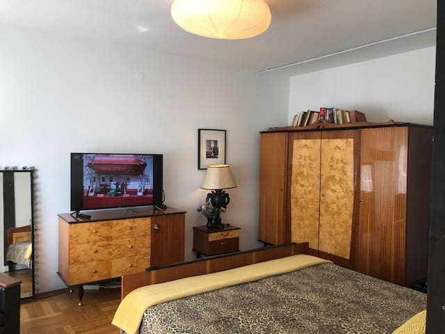 CUTE RETRO APARTMENT WITH PARKING