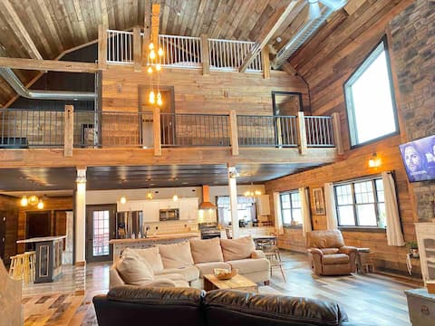 Barn House!Sleeps 16+,Slide,Beach room,Ski/Golf
