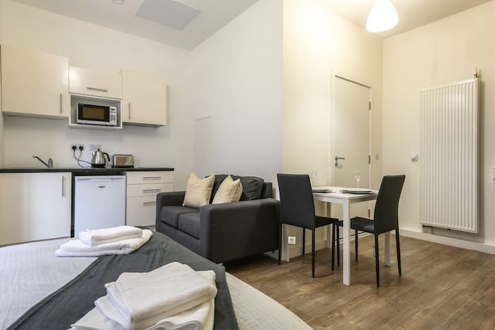 Bold and Boutique Liverpool Serviced Apartment 🌟⚽️