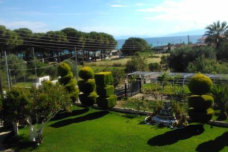 Epicurus' Garden - Nea Kallikratia - Huis