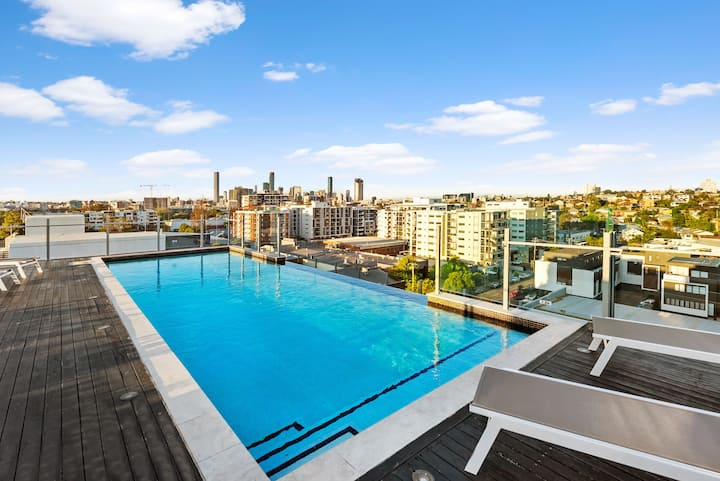 Luxe Apartment in River Precinct w/ Rooftop Pool