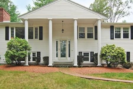 Two bed room in Bedford MA - Bedford - Lejlighed