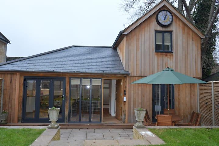 Cedar Lodge, Quintessential 2 Bed Cottage nr Bath
