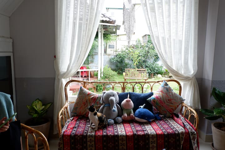 Xam Homestay (Xám) - Cozy double room with window