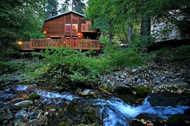 Creekside Cabin- On the Stream, Hot Tub, Fireplace, Short Walk to Resort