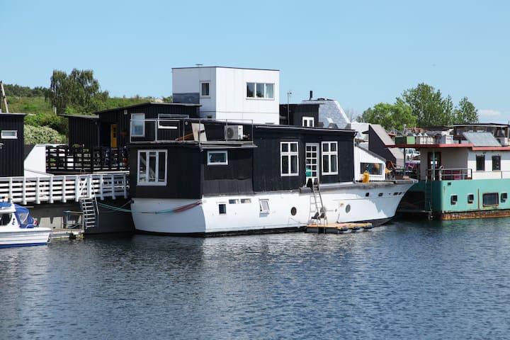 Wonderfull Houseboat in Copenhagen