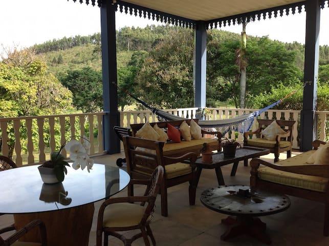 Linda Fazenda Colonial com Sede e Casa do Lago - Cunha - Vila