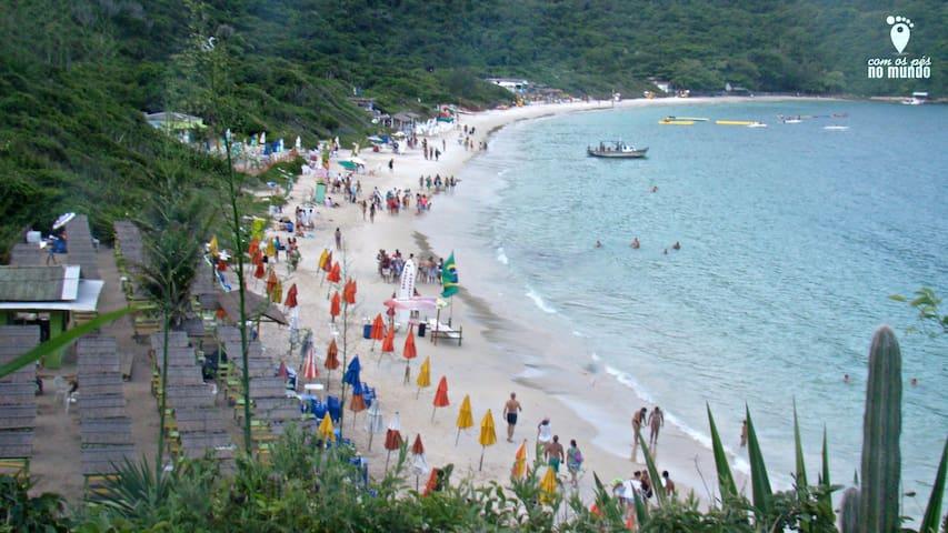 Linda suíte a 5 minutos da Praia do Forno