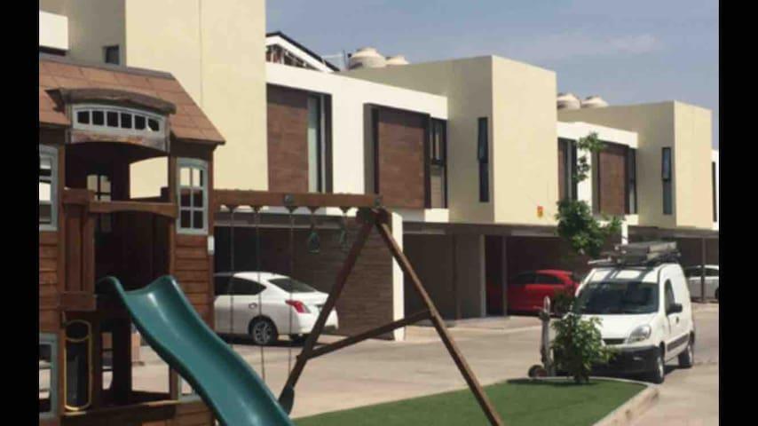 Casa condominio moderna
