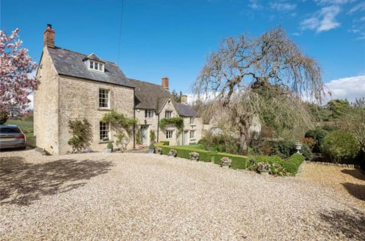 Beautiful detached luxury home in the Cotswolds