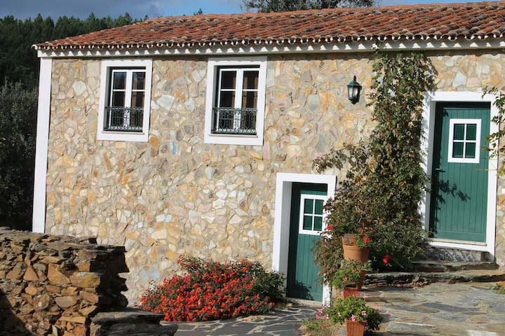 Portalegre Stone House - Alegrete - Cottage