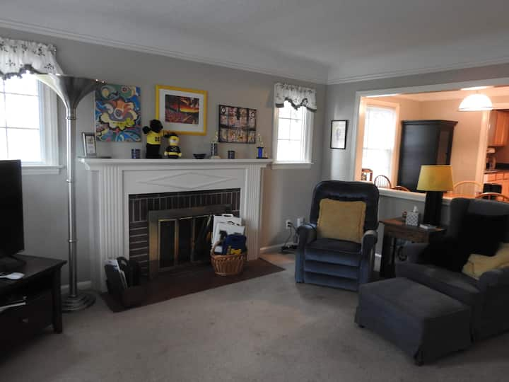 3-BR House near the Stadium, easy downtown access