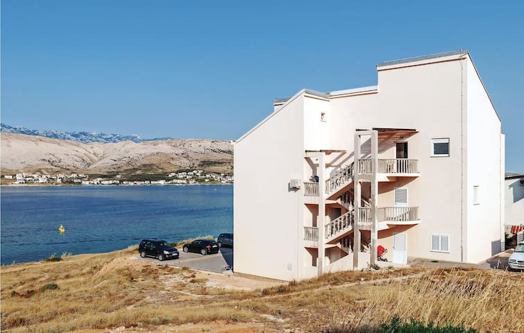 Holiday apartment with 2 bedrooms on 51 m² in Pag