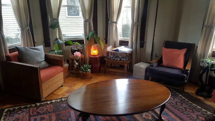 Red Bank Downtown - Victorian Retreat for 3