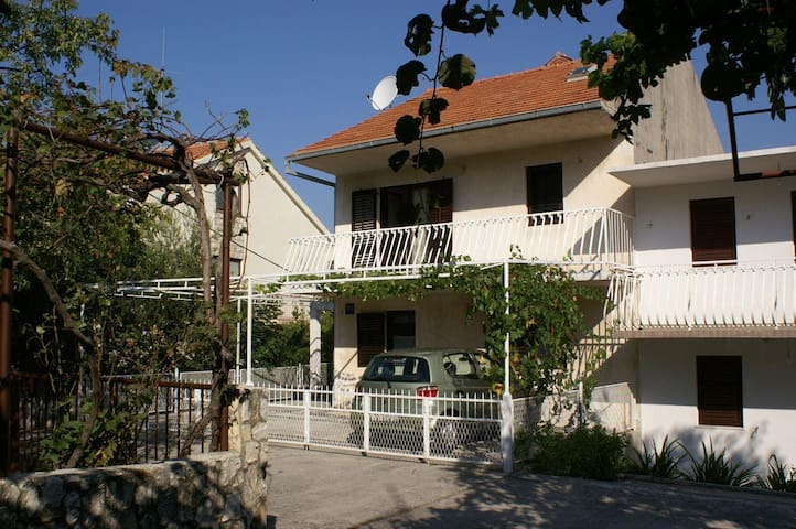 Two bedroom apartment with balcony and sea view Seget Vranjica, Trogir (A-1050-a) - Seget Vranjica - Apartment