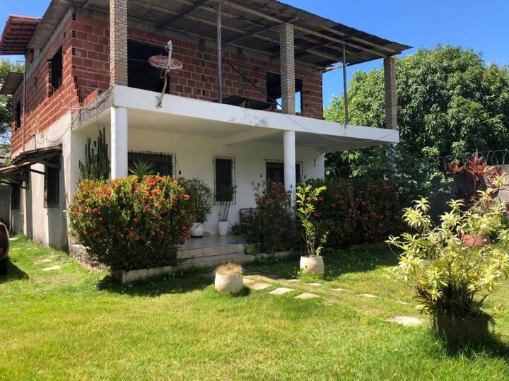 Casa em Jauá a 3km da praia, para o descanso ideal