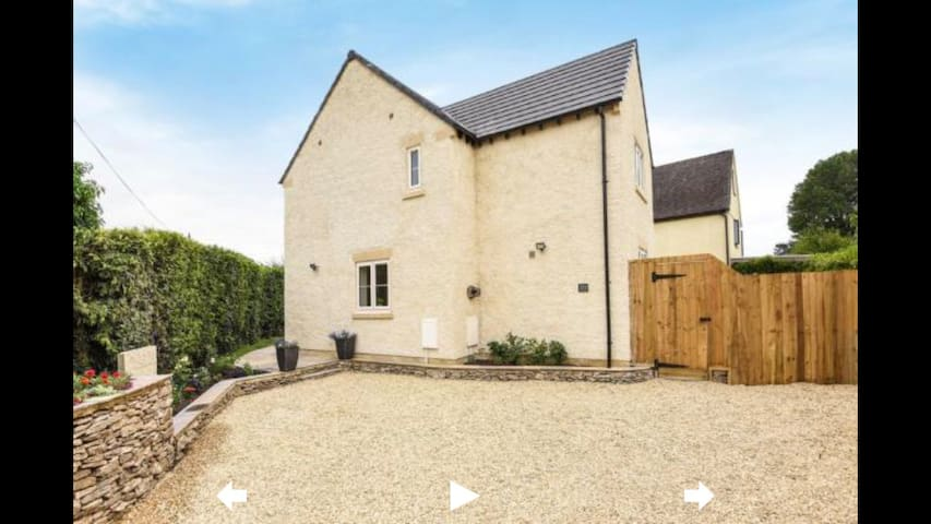 Beautiful Cotswold Detached Home