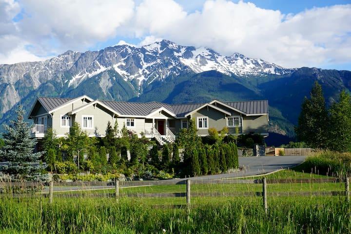 Golden Mountain View Chalet - Main Home - 潘伯頓(Pemberton)