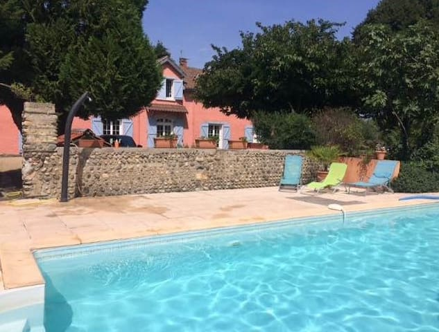 Idyllic farmhouse with pool, an hour from Pyrenees