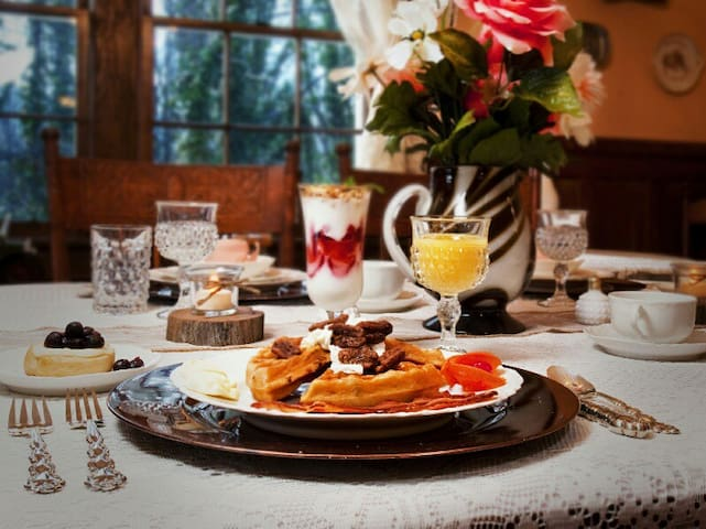 Complimentary 3 coarse Country Gourmet Breakfast every morning