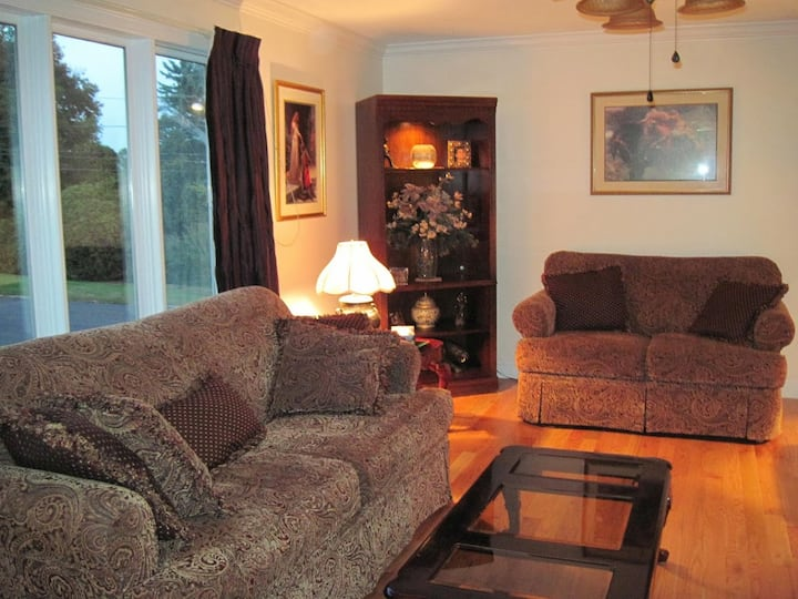 2-Bedrooms, up to 4 people / Nice Surroundings