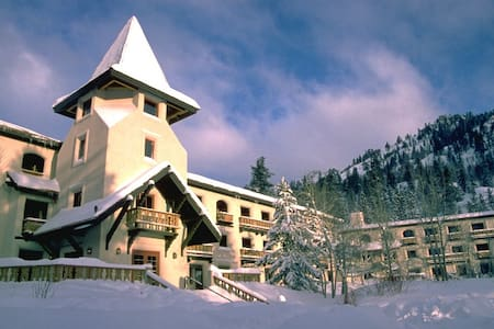 Cozy one bedroom at the base of Squaw Valley