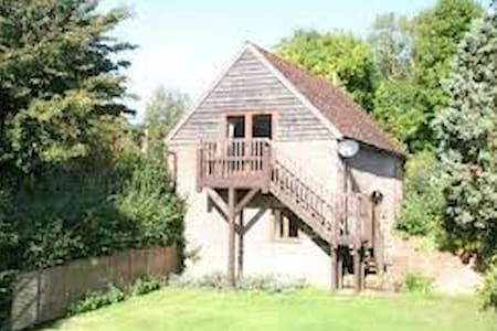 Converted Countryside Granary with views - Overig