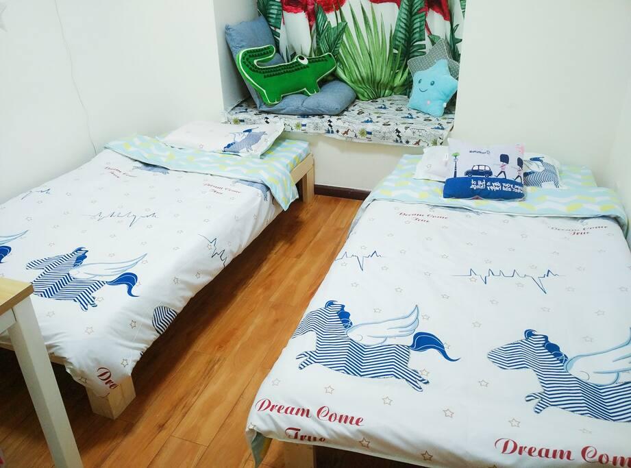 双人间床铺