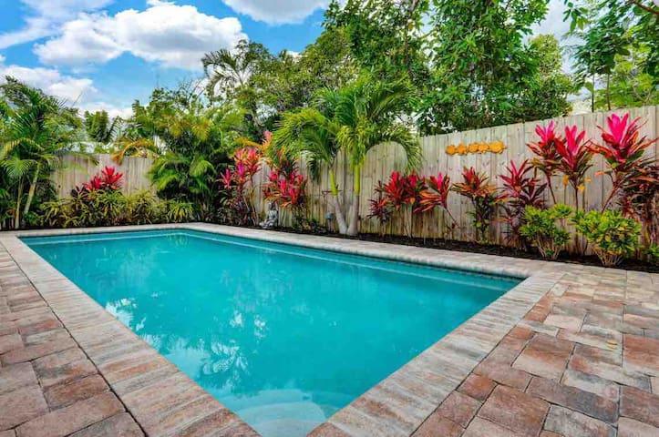 West Palm Beach  Private Pool home 2 bed 1 bath