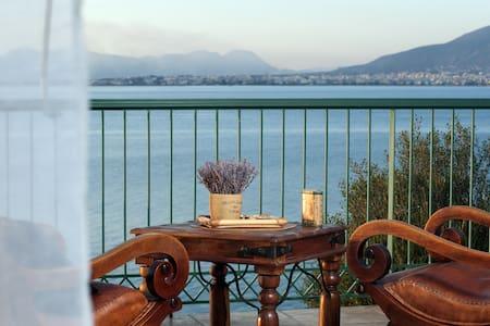 Ζώντας πάνω στην άκρη της θάλασσας και του βουνού - Kalamata - Rumah
