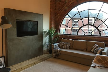 Stunning Boutique City Centre Loft Apt. Sleeps 6 - Cardiff