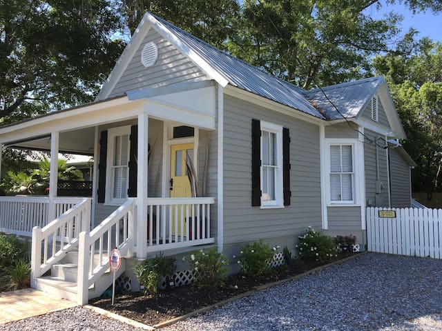Historic cottage in old town BSL - Bay Saint Louis - House