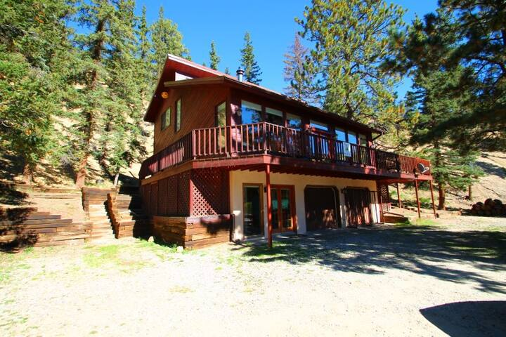 Sunny Bear - Hillside Home, Gorgeous Views, Wrap-around Deck, Fire Pit, King Bed, Washer/Dryer - Red River - Talo