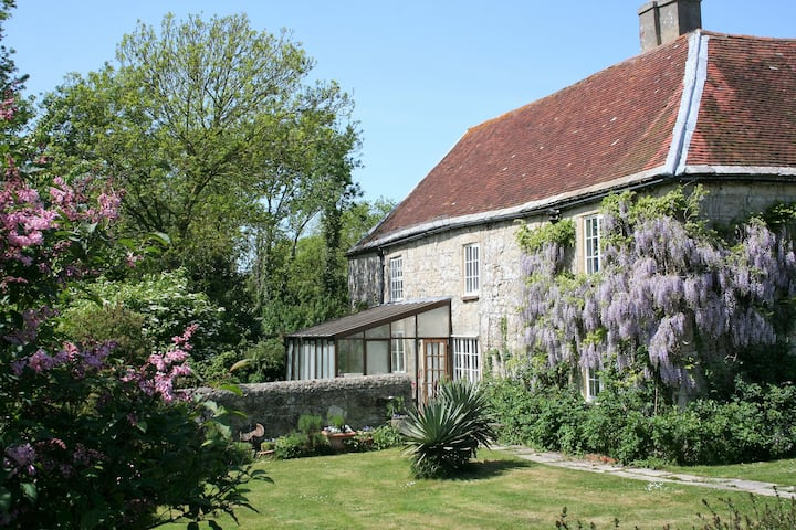 Near Yarmouth, hideaway for 2 in listed farmhouse.