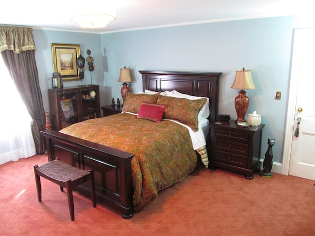 Traveler's Room VacationHouse B&B Queen 1/2 Bath