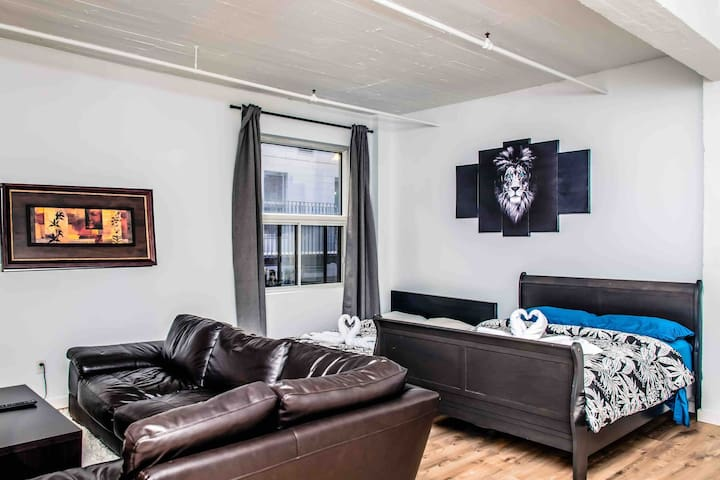 Condo downtown with private indoor parking