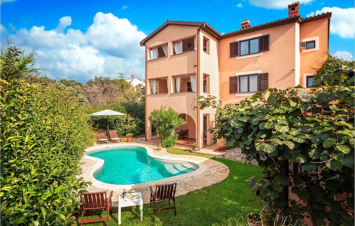 Beautiful home in Pula with WiFi and 1 Bedrooms