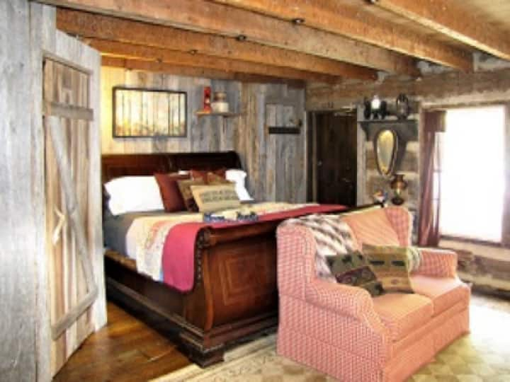 The Cabin (King with jetted tub)