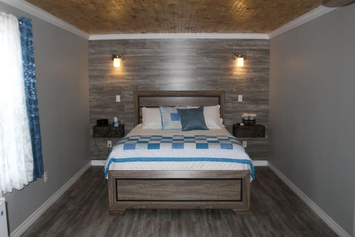 Iceberg Suite - Raleigh Rooms
