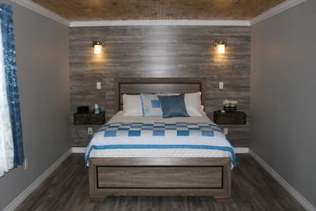 Iceberg Suite - Raleigh Rooms