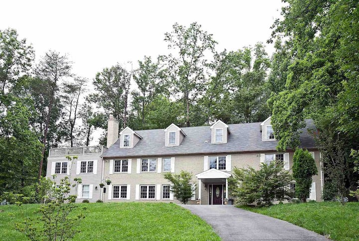 Oaks B&B - lovely, upscale, private wooded near DC