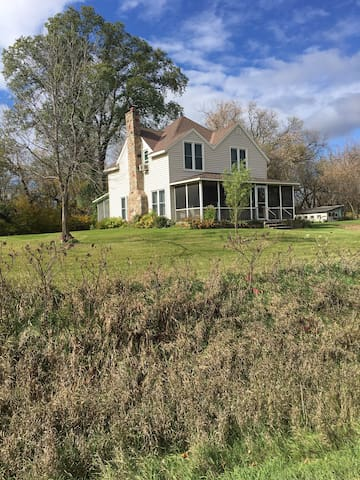 Private Charming 3 acre cottage