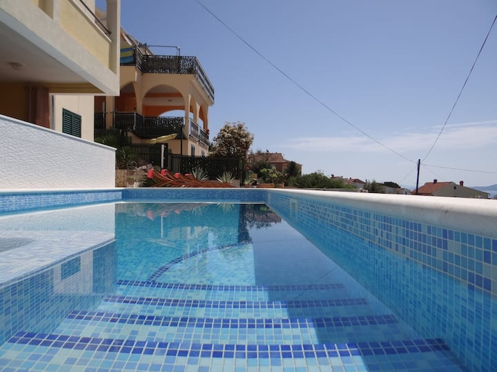 Sea view apartment with heated swimming pool a9