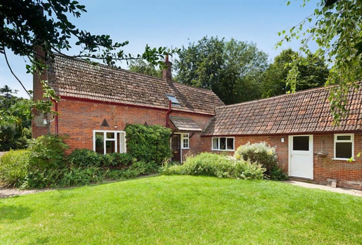 Cottage in a peaceful setting near Bury St Edmunds