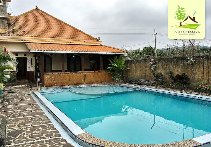 Villa Kota Batu dengan kebun apel & Kolam renang