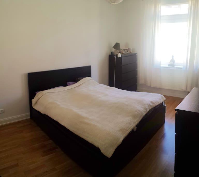 Bedroom/Schlafzimmer