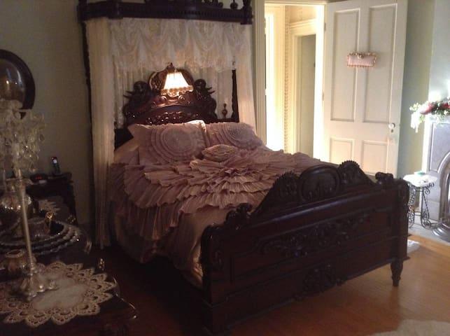 Queen Room at Guardian Angel