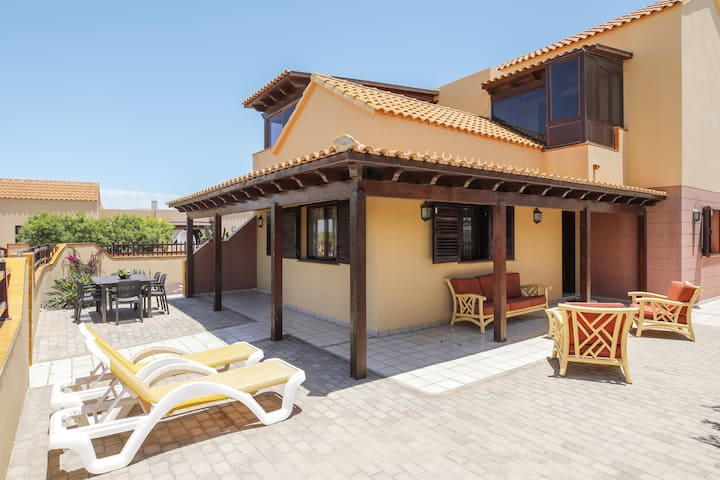 "Charming Holiday Home ""Villa María"" with Sea View, Garden, Terrace & Wi-Fi; Parking Available."